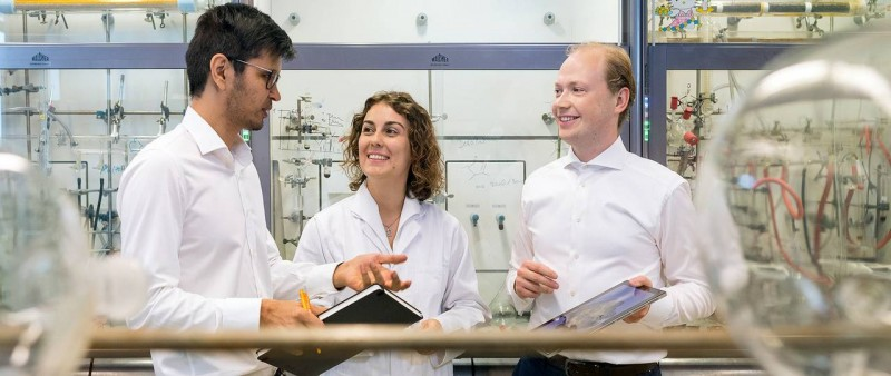 The first authors of the project in their laboratory at the Catalysis Research C