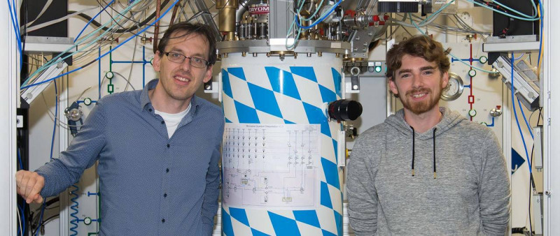 First author Stefan Pogorzalek (r) and co-author Frank Deppe with the cryostat,