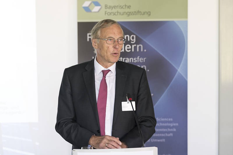 Arndt Bode, President of the Bavarian Research Foundation, presented the funding