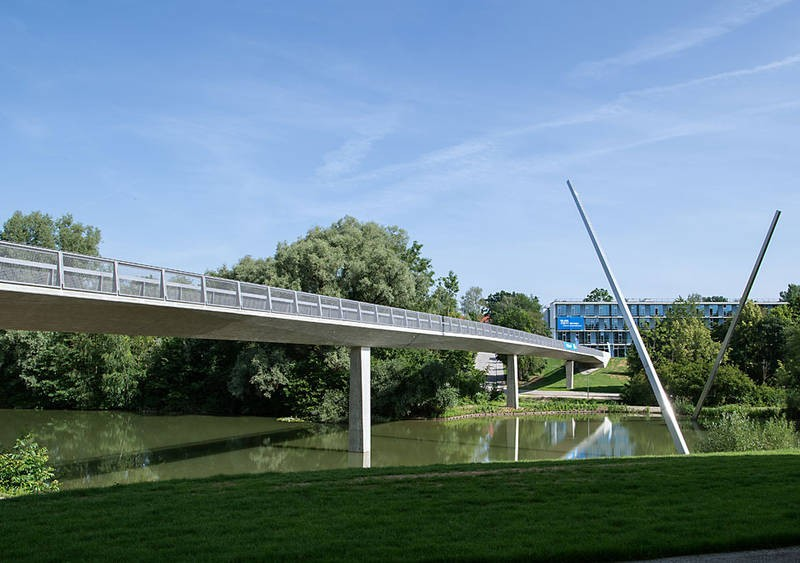 The new bridge at the WZW: a tangent from the library of the WZW via the central