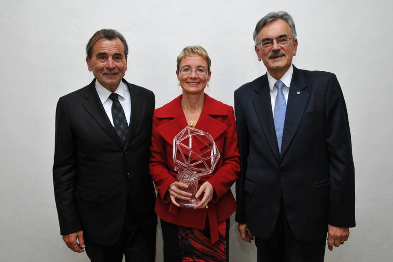 Award winner Angela Casini with Hans Steindl, mayor of Burghausen and honorary s