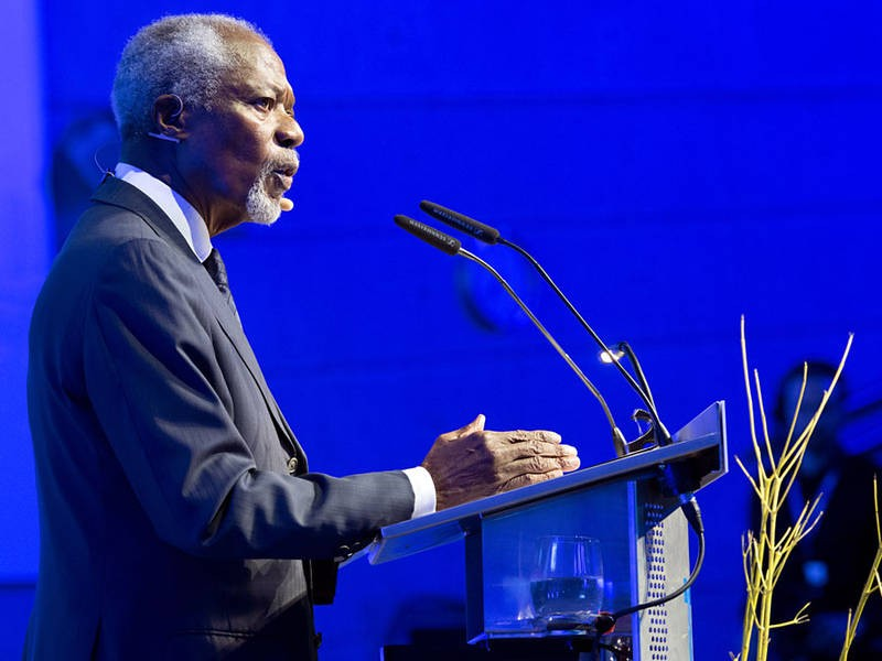Kofi Annan urges the students to engage in political debate. (Image: U. Benz / T