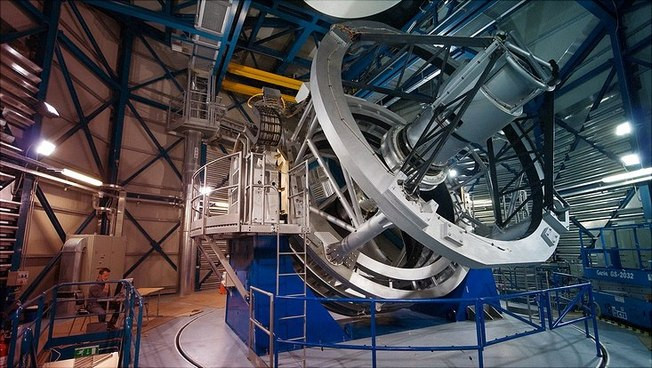Photo: ESO/Y. Beletsky  The Visible and Infrared Survey Telescope for Astronomy
