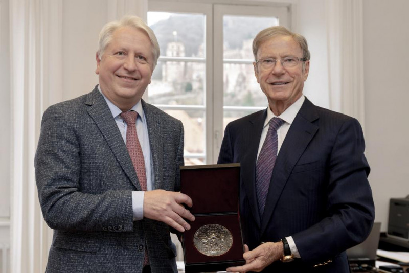 In February, the Rector presented a medal bearing the University's Great Se