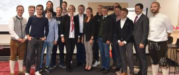 Minister Anja Karliczek with start-up founders and representatives of TUM and Un