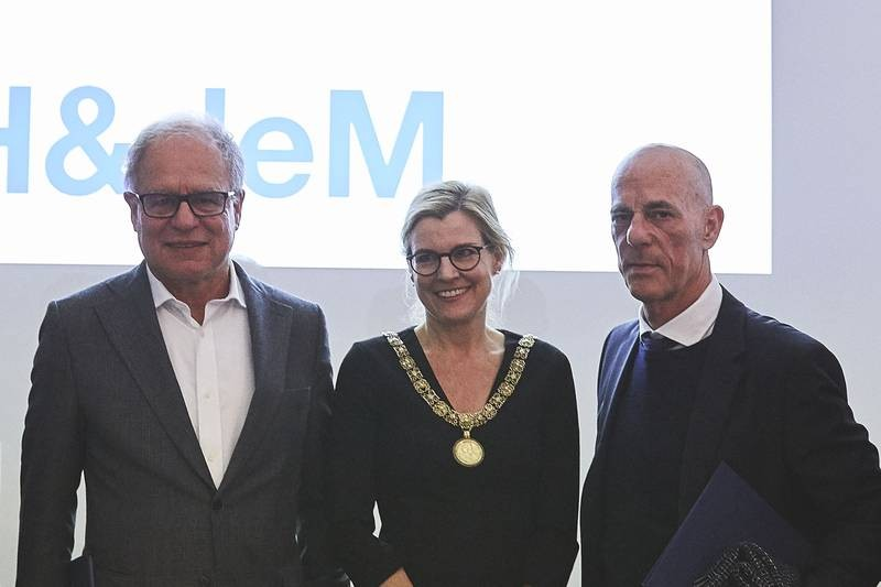 Pierre de Meuron, TUM Vice President Juliane Winkelmann, and Jacques Herzog (fro